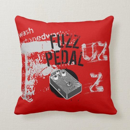 Fäserchen-Pedal, Schwarzes Und Grau Auf Rot Kissen