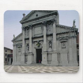 Fassade der Kirche, errichtet 1564-80, Fassade Mousepad
