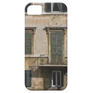 Fassade des Gebäude mit einem Balkon und shuttered iPhone 5 Schutzhüllen
