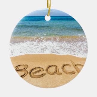 Fassen Sie den Strand ab, der in Sand in Rundes Keramik Ornament