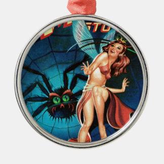 Fee in einer Spinne Weg Rundes Silberfarbenes Ornament
