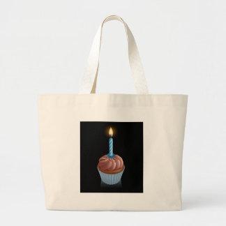 Feenhafter Kuchenkleiner kuchen der Schokolade mit Einkaufstaschen