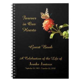 Feier des Leben-Gast-Buch-Schmetterlinges auf Notizblock