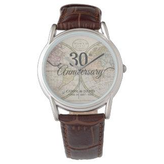 Feiern des 30. Jahrestages. Vintage Weltkarte Armbanduhr