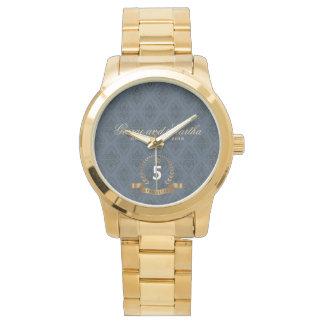 Feiern des 5. Jahrestages. Kundengerecht Armbanduhr
