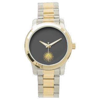 Feiern des ersten Jahrestages. Kundengerecht Armbanduhr