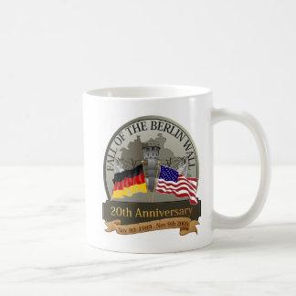 Feiern Sie den Fall der Wand Kaffeetasse