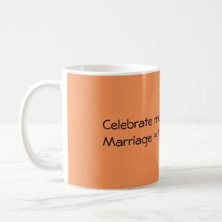 Feiern Sie traditionelle Heirat Kaffeetasse