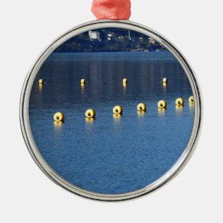 Feiertag erinnern sich rundes silberfarbenes ornament