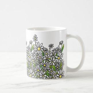 Feld der Blumen des weißen Gänseblümchens Kaffeetasse