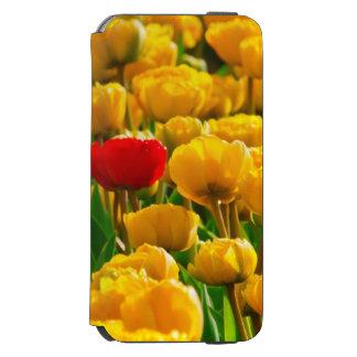 Feld der Blumen mit den roten und gelben Tulpen Incipio Watson™ iPhone 6 Geldbörsen Hülle
