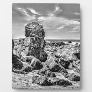 Felsen am Ufer im Praia Malhada Jericoacoara Brazi Fotoplatte