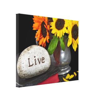 Felsen auf heiliger Bibel mit Sonnenblumen Leinwanddruck