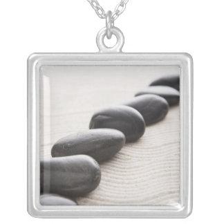 Felsen auf Sand Versilberte Kette