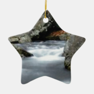 Felsen in The Creek Keramik Ornament