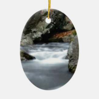 Felsen in The Creek Keramik Ornament