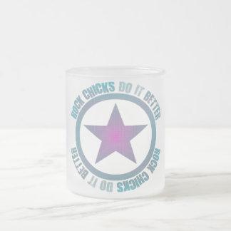 Felsen-Küken verbessert es - mattierte GlasTasse Kaffeehaferl