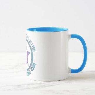 Felsen-Küken verbessert es - Wecker-Tasse Tasse