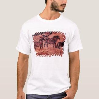 Felsenmalerei von tarpans, c.17000 BC T-Shirt