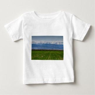 Felsiger Berg, der Ansicht bewirtschaftet Baby T-shirt