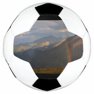 Felsiger Gebirgsregenbogen Fußball