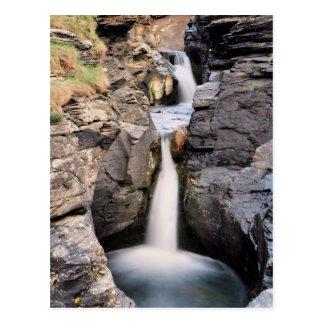 Felsiger Tal-Wasserfall Postkarte