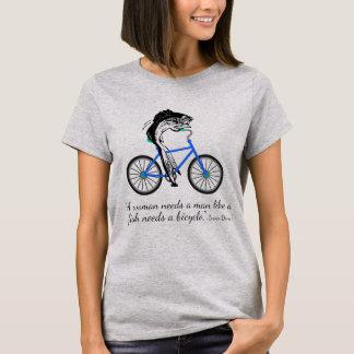 Feministische Fische, die Fahrrad fahren (mit T-Shirt