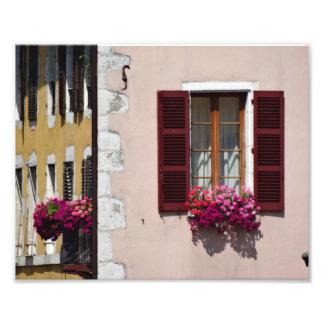 Fenster- und Blumenkasten in historischem Annecy, Fotodruck
