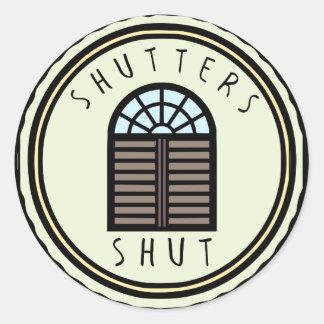 Fensterläden geschlossen! runder aufkleber