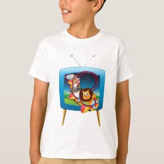 Fernsehschirm mit Tieren auf dem rollercoaste T-Shirt
