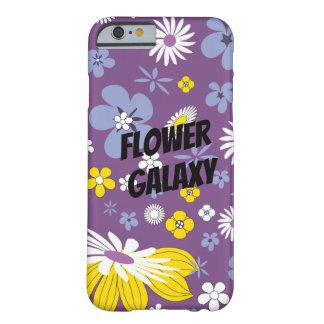 Fertigen Sie Blumen-Galaxie besonders an Barely There iPhone 6 Hülle
