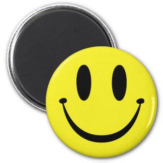 Fertigen Sie Ihr glückliches Gesicht besonders an Runder Magnet 5,7 Cm