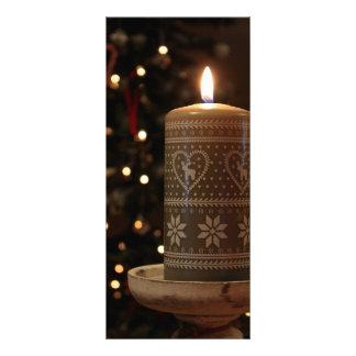 Festlicher Weihnachtskerzenbaum beleuchtet Menü