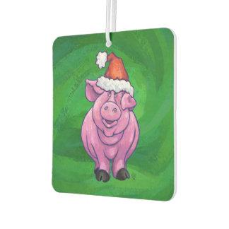 Festliches Schwein in der Weihnachtsmannmütze auf Autolufterfrischer