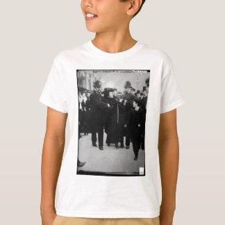 Festnahme eines Suffragette in London England c T-Shirt