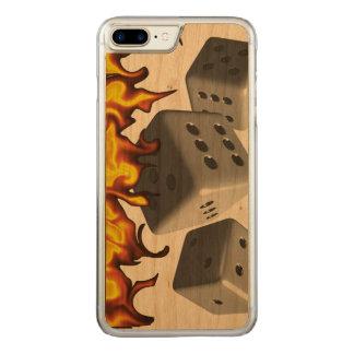 Feuer auf Würfeln Carved iPhone 8 Plus/7 Plus Hülle