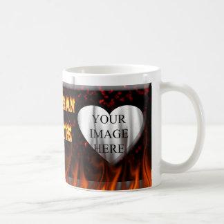 Feuer Michigans Hottie und rotes Marmorherz Kaffeetasse