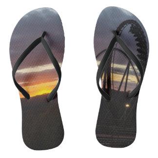 Feuer-Sonnenuntergang Flip Flops