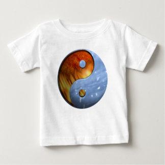 Feuer und Wasser Yin und Yang-Symbol Baby T-shirt