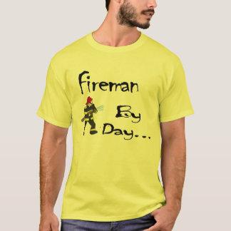 Feuerwehrmann durch Tages… Shirt