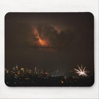 Feuerwerke und Blitz in NYC Mousepad