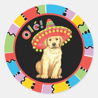 Fiesta-gelber Labrador Runder Aufkleber