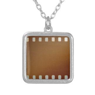 Filmrollenfarbe Halskette Mit Quadratischem Anhänger