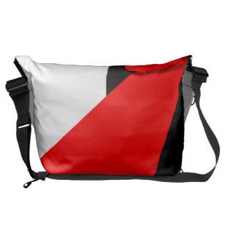 Finden sich Sie den roten Teppich statt Kurier Taschen