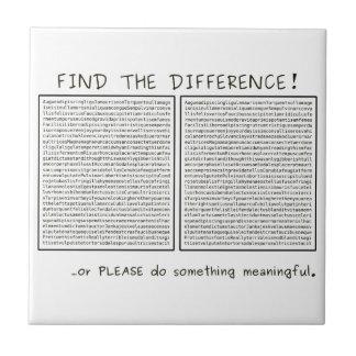 Finden Sie den Unterschied! oder tun Sie Kleine Quadratische Fliese