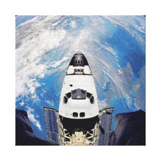 Fisch-Augen-Ansicht-Raumfähre-Atlantis-Umlaufbahn Leinwanddruck