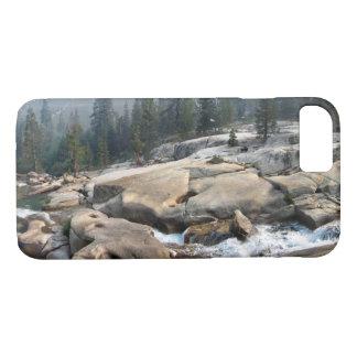 Fisch-Nebenfluss-Wasserfälle im Kaskaden-Tal - iPhone 8/7 Hülle