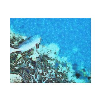 Fische, die über das Riff sich bewegen Leinwanddruck