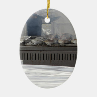 Fische draußen grillen ovales keramik ornament