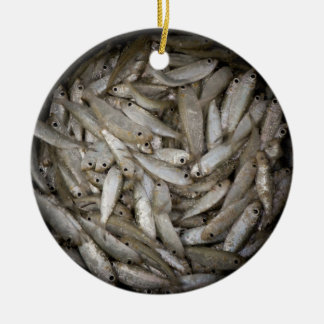 Fische in einem Fass Keramik Ornament